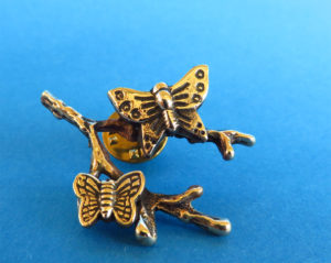 Bronzen broche met takje en 2 vlinders (verkocht)