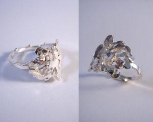 Zilveren ring met roos en roze zirkonia. Scheen bestaat uit de tak van de roos. De roos is opgebouwd uit 2 laagjes en voorzien van een roze zirkonia. Op voorraad €95,00