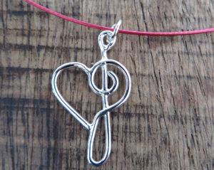 Hanger met hart en G-sleutel
